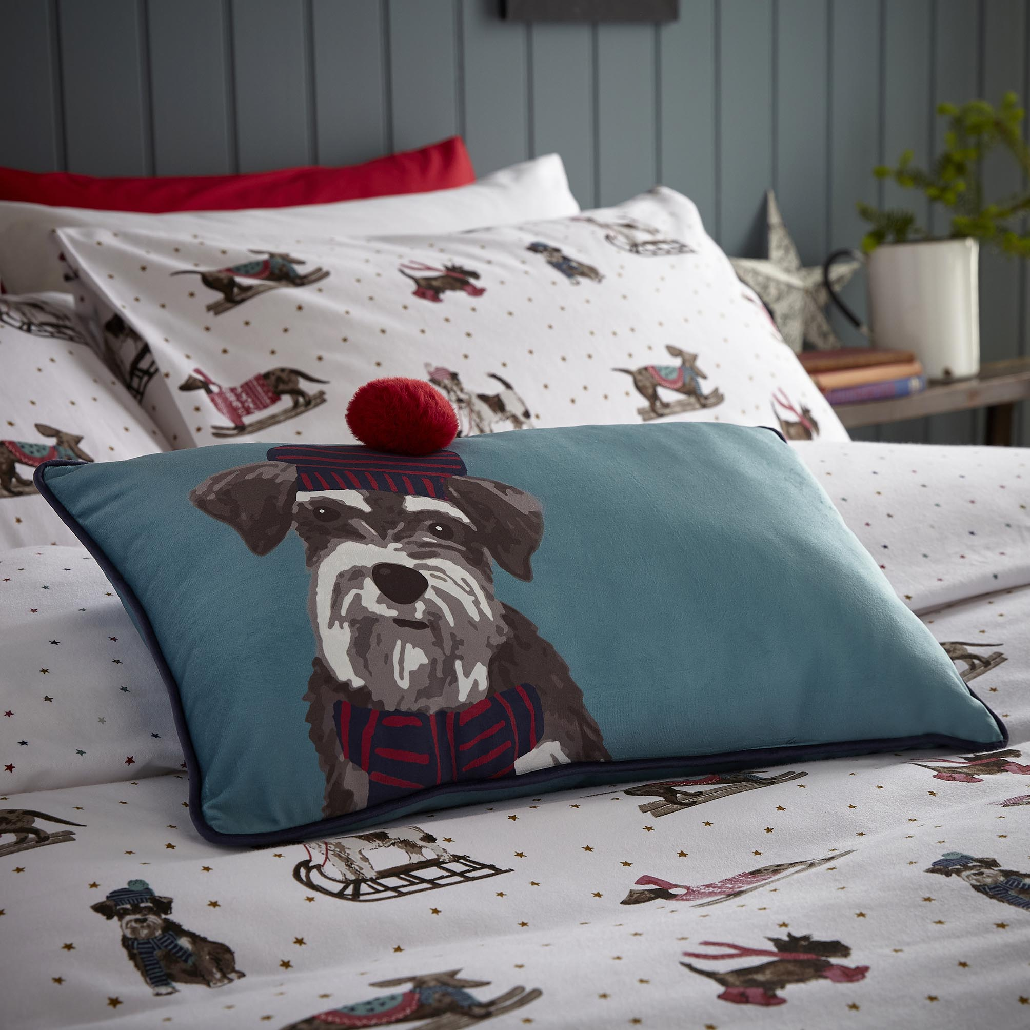 XMAS SLEDGING DOGS SEAFOAM CUSHION