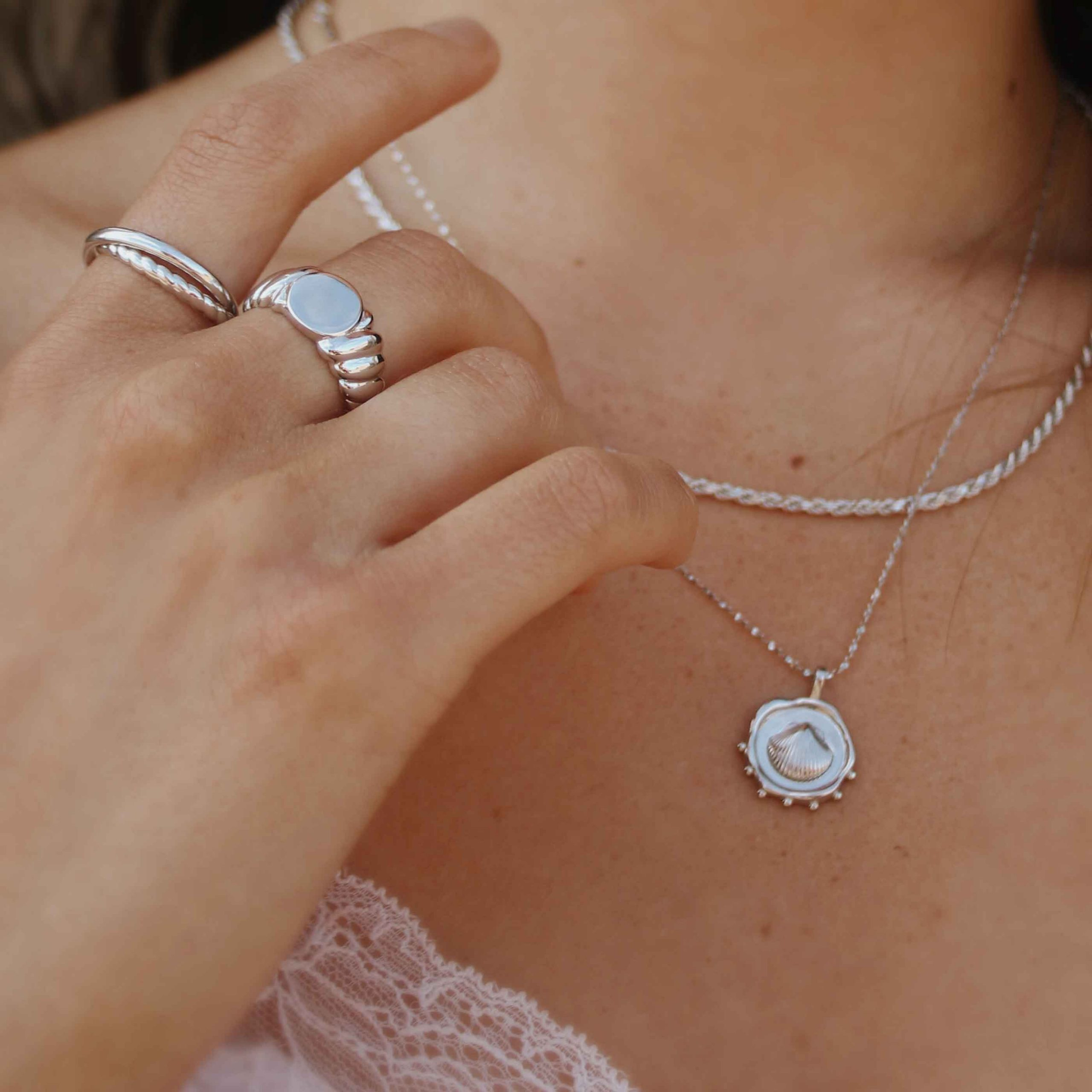 COIN SHELL NECKLACE CHARM SILVER
