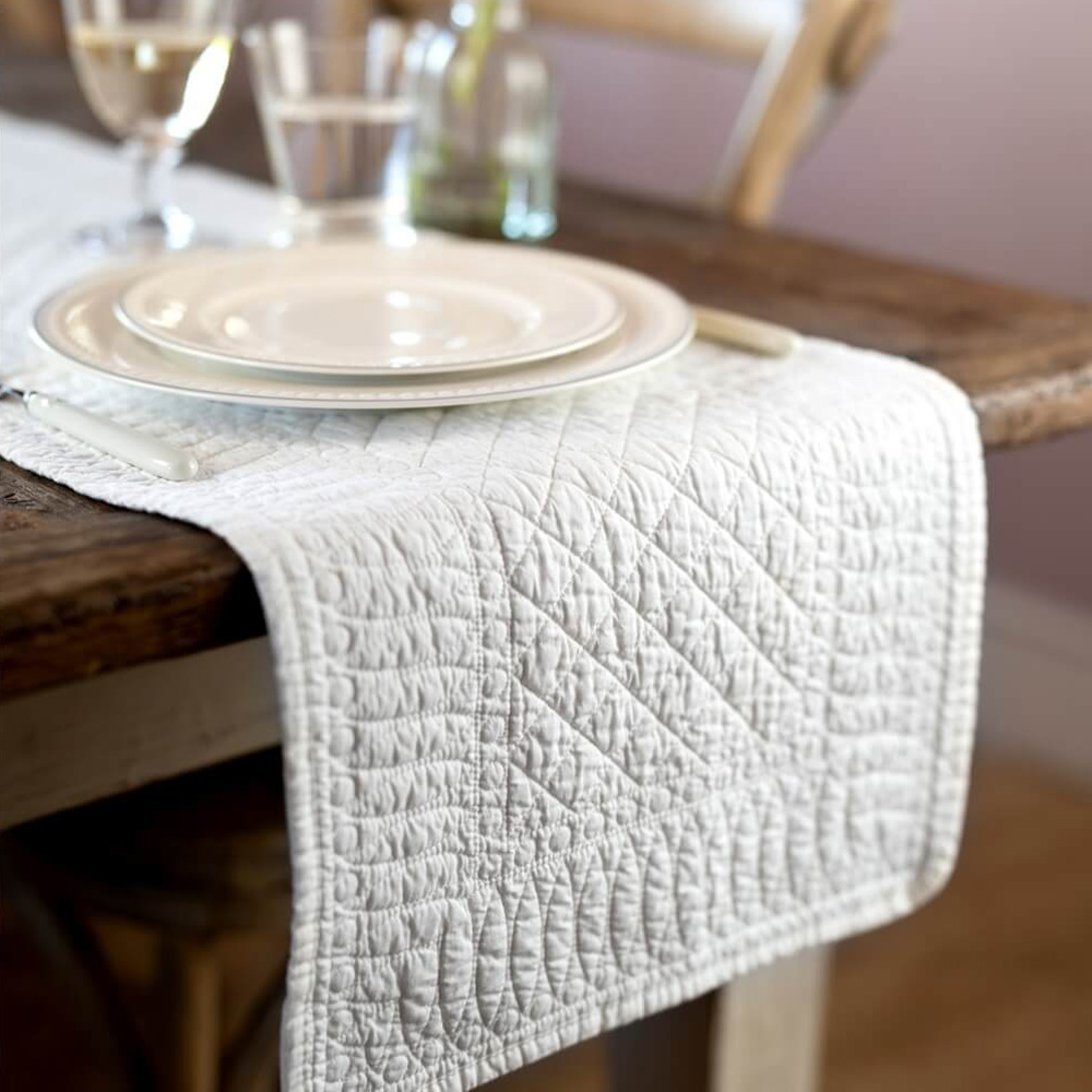 SIGNATURE COLLECTION IVORY TABLE RUNNER